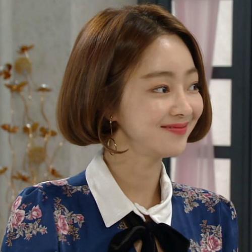 Nữ diễn viên Seo Hyo Rim cũng sắm chiếc váy hot hit này để diện lên phim.