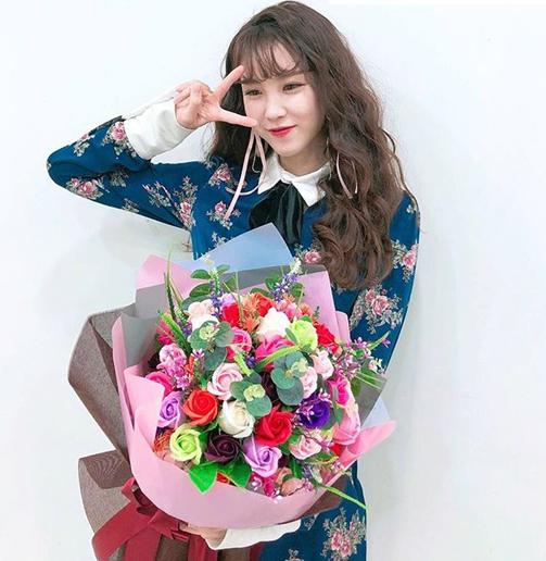 Hyo Sung, cựu thành viên của nhóm Secret, từng mặc chiếc váy xanh khi tham gia sự kiện.