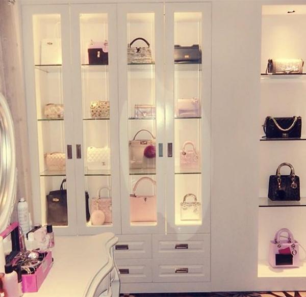 Phòng chứa quần áo đẹp như tiệm của các tiểu thư hội con nhà giàu Việt - page 2 - 1