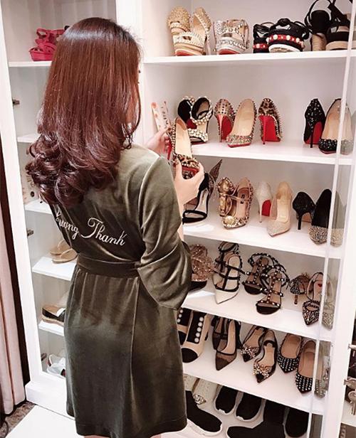 Phòng chứa quần áo đẹp như tiệm của các tiểu thư hội con nhà giàu Việt - page 2 - 5