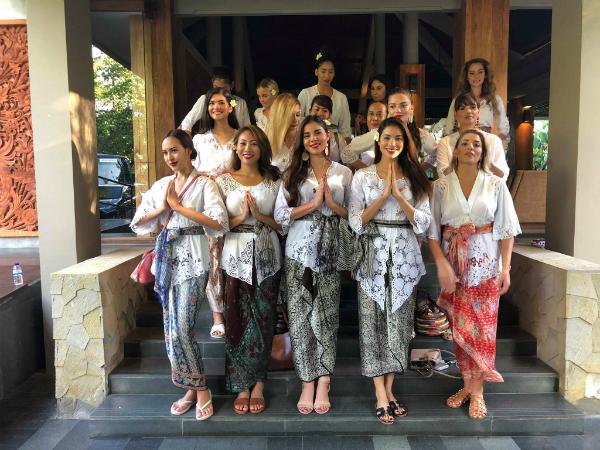 Phạm Hương diện trang phục Indonesia đọ sắc với dàn người đẹp quốc tế