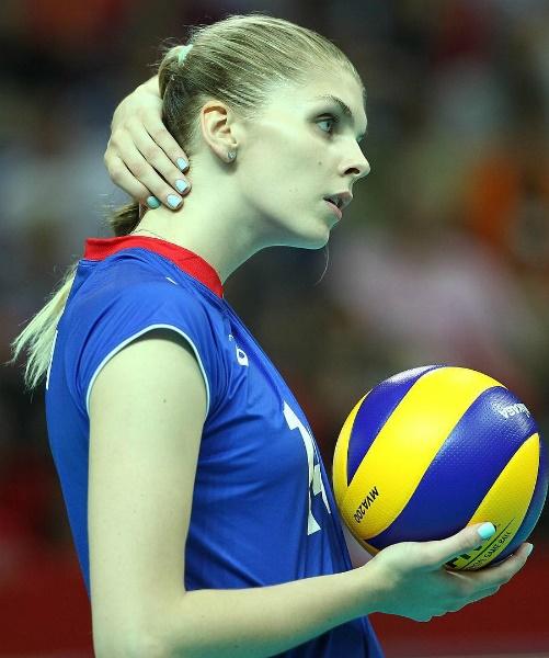 Fetisova sở hữu chiều cao ấn tượng 1,9 m, gương mặt cá tính.