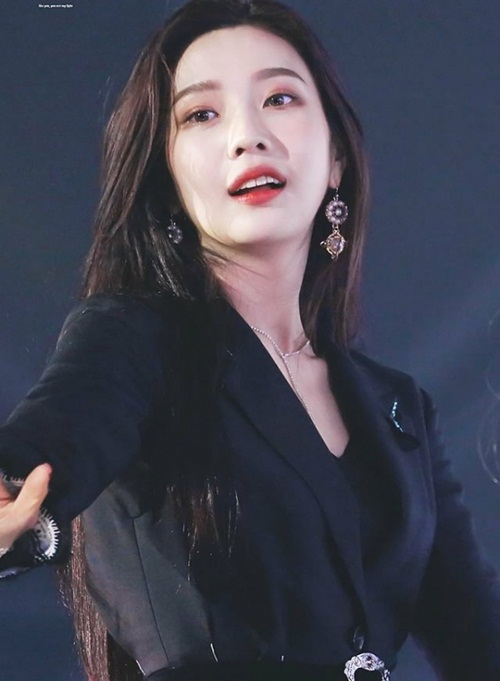 Joy là thành viên thứ 2 của Red Velvet có mặt trong bảng danh sách. Dù phim của cô nàng có rating thấp nhưng Joy được chú ý vì scandal không sang Triều Tiên dự concert.