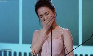 Nhã Phương bật khóc nhận giải thưởng 'Nữ diễn viên chính xuất sắc'