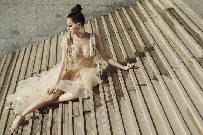 Khánh Linh The Face khoe dáng gợi cảm với loạt đầm mỏng manh
