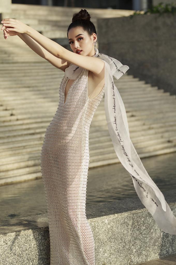 """<p> Cô nàng đang dần thoát khỏi hình ảnh của một """"nữ hoàng lookbook"""" để trở nên sắc sảo hơn trong những bộ ảnh high fashion.</p>"""