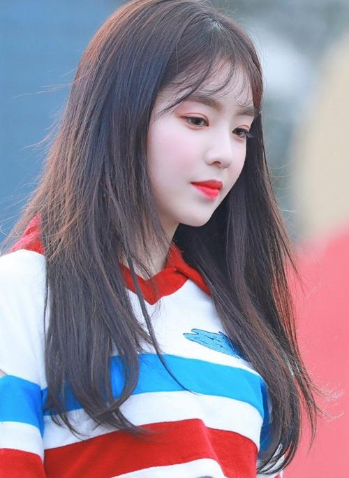 Trong tháng 4, Red Velvet không hoạt động nhiều nhưng nhóm được chú ý trên truyền thông vì tham gia concert ở Triều Tiên. Irene được đánh giá là nhân vật được quan tâm nhất tại sự kiện. Nữ thần của SM đứng đầu bảng xếp hạng thương hiệu trong tháng 4.