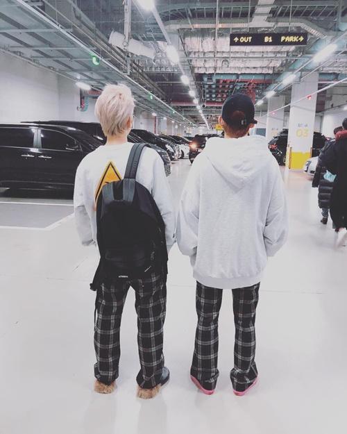 Baek Hyun và Chen chân ngắn một mẩu vì Xiu Min chọn góc chụp dìm hàng.