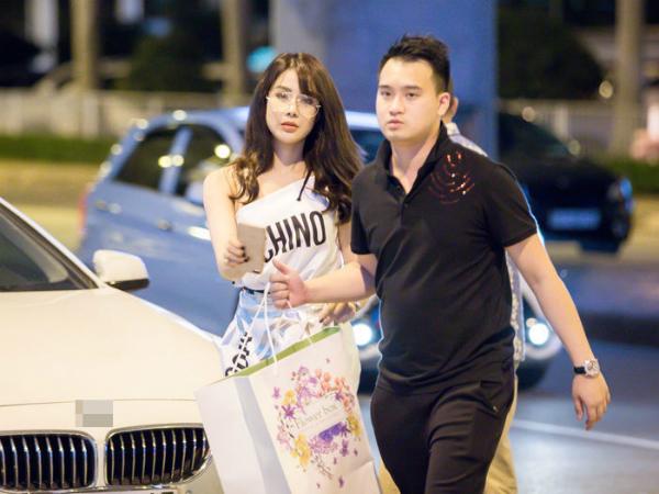 Diệp Lâm Anh được bạn trai thiếu gia đưa đón trong sự kiện mời nam diễn viên Hàn So Ji Sub đến Việt Nam tháng 11/2017.