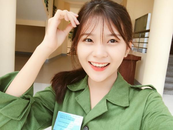 Nét mặt xinh đẹp với nụ cười rạng rỡ của Minh Tuyền.