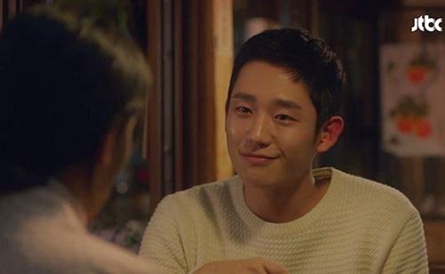 5 khoảnh khắc Jung Hae In khiến fan ước ao trở thành chị đẹp - 1