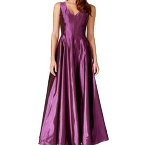 Không phải rồi! Đây là chiếc váy rẻ nhất từ thương hiệu Macys, chỉ có 13,4 triệu.