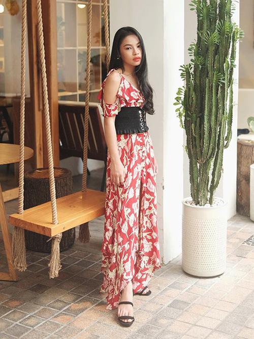 Chân dài Sài thành 12 tuổi đã trang điểm, ăn mặc sexy ra dáng hoa hậu tương lai - page 2 - 3