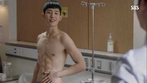 Jung hae In khiến khán giả mất máu khi đóng While you were sleeping.