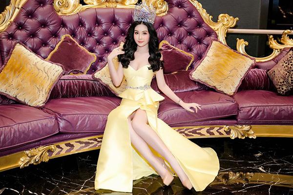 Hoa hậu Đại dương bức xúc vì váy hiệu mua ở Mỹ bị chê sến sẩm