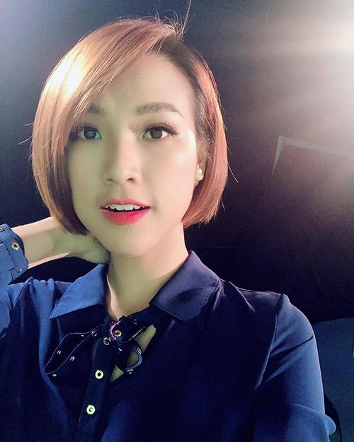 Hoàng Oanh tiếp tục xuống tóc lần thứ 5 chỉ trong ít tháng để giữ vẻ ngoài trẻ trung, cá tính.