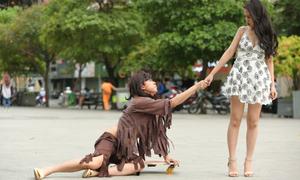 Hồ Việt Trung vào vai ăn mày để xin bạn gái tha thứ