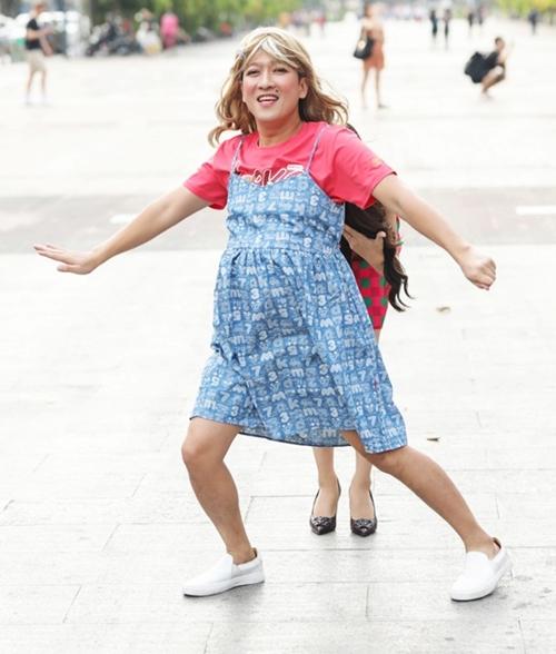 Trấn Thành, Trường Giang hóa bà bầu náo loạn phố đi bộ - 4