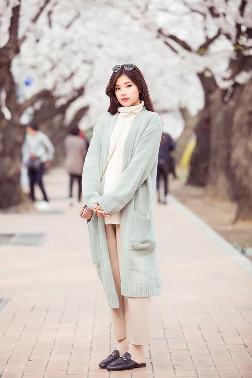 Sau thành công với vai chính điện ảnh trong phim của đạo diễn Nguyễn Quang Dũng, Hoàng Yến Chibi tiếp tục bắt tay vào dự án mới. Cô vừa có chuyến đi Hàn Quốc kéo dài 4 ngày để ghi hình cho dự án mới. Tranh thủ thời gian, nữ diễn viên thăm thú những cảnh quan đẹp của xứ kim chi và ghi lại những khoảnh khắc đẹp.
