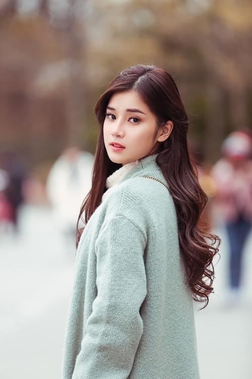 Ở tuổi 24, Hoàng Yến Chibi vẫn giữ cho mình sự trẻ trung, dễ thương thay vì sexy như nhiều hot girl cùng trang lứa.