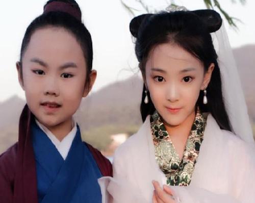 Hai diễn viên nhí Châu Chỉ Doanh và Đào Dịch Hy.