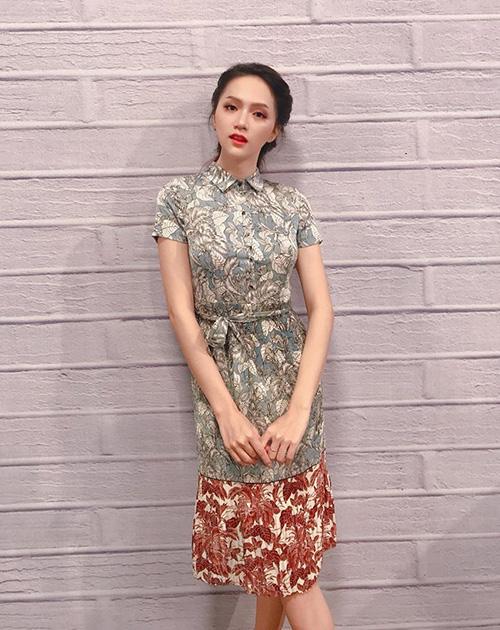 Hơn 1 tháng sau đăng quang Hoa hậu chuyển giới quốc tế 2018, Hương Giang vẫn giữ được vẻ xinh đẹp tuy nhiên thân hình ngày càng gầy guộc.