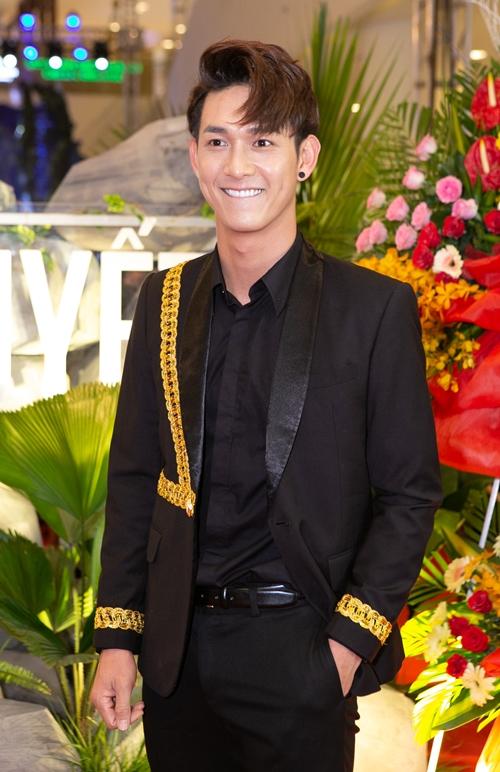 Lần đầu kết hợp với Kiều Minh Tuấn - Huy Khánh, Song Luân có vai diễn anh chàng bị câm điếc khá tròn trịa.