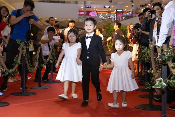 Các nhóc tỳ nhà Lý Hải xuất hiện trên thảm đỏ.