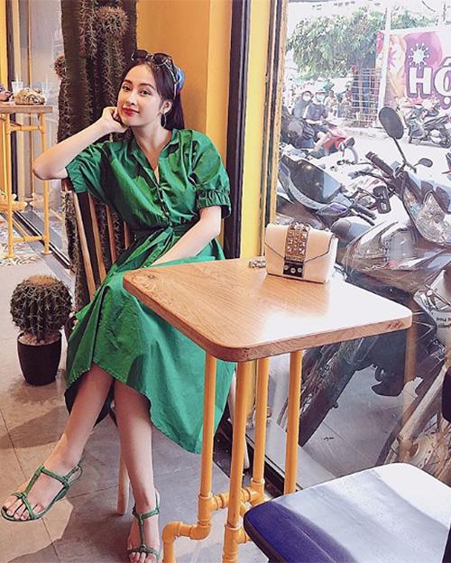 Những bộ cánh xinh xắn này đều do Angela Phương Trinh tự làm stylist.