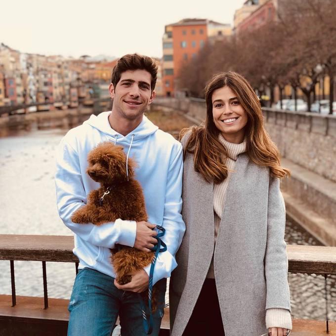 <p> Đó là Baloo - chú chó được hậu vệ Sergi Roberto và bạn gái Coral Simanovich nhận nuôi.Roberto cưng Baloo đến mức lập hẳn một tài khoản riêng mang tên <em>@balooitsme </em>vào năm ngoái.</p>
