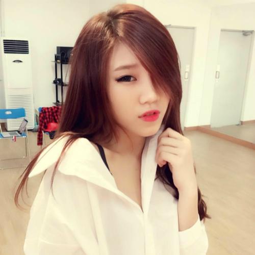 Cô gái tên Khúc Thị Thúy Vy, sinh năm 1995, là cựu thành viên nhóm nhạc LIME.