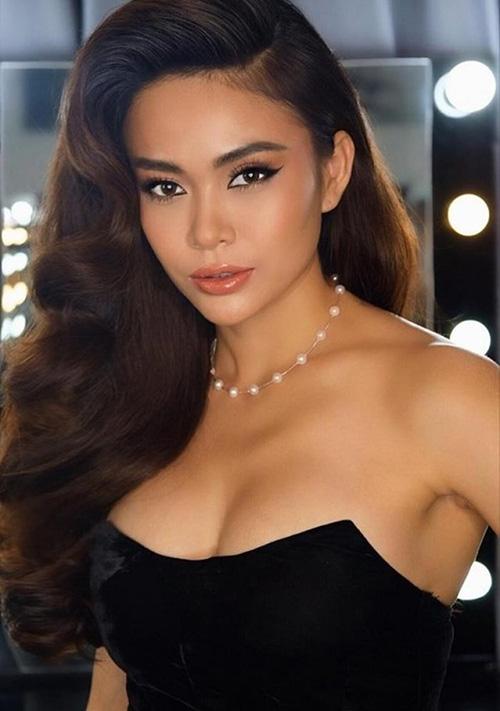 Người đẹp chính thức gia nhập hội mỹ nhân ngực khủng của Vbiz.