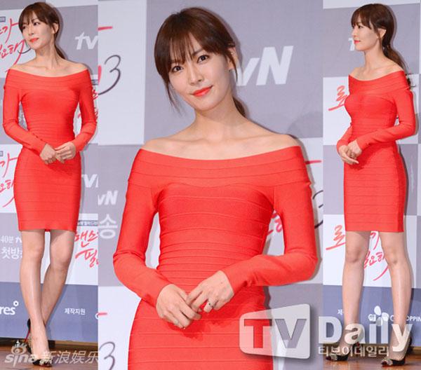 Nữ diễn viên Kim So Yeon chứng minh tuổi tác chỉ là con số khi diện váy bandage đẹp không kém các đàn em.