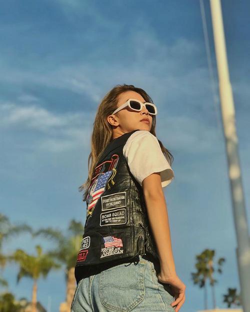 Không còn là hot girl kẹo ngọt, Quỳnh Anh Shyn cởi mở hơn mỗi lần xuất hiện trước ống kính. Cô biến hóa bản thân theo những phong cách khác nhau và luôn là người nắm bắt trend về thời trang sớm nhất. Đó là lý do vì sao cô nàng được nêu tên là một trong những người có tầm ảnh hưởng, truyền cảm hứng về thời trang trong giới trẻ.