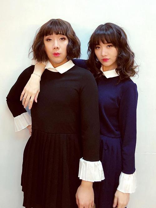Ăn mặc, trang điểm, làm tóc chung một phong cách, vợ chồng Hari Won - Trấn Thành trông chẳng khác gì... chị em.