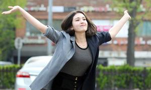 Somi tạo dáng khó đỡ, Tzuyu lộ đùi to khi đến Music Bank
