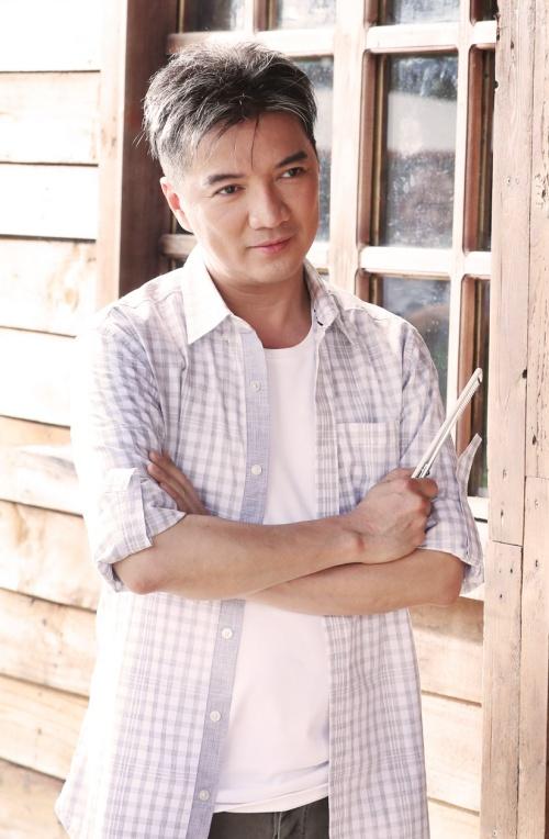 MV Yêu tận cùng, đau tận cùng được Đàm Vĩnh Hưng phát hành gần đây được xây dựng theo style Hàn Quốc. Gây chú ý là việc xây dựng hình ảnh của nam chính trong MV. Đàm Vĩnh Hưng khiến fan ngạc nhiên với tạo hình như trai tân 20 tuổi.