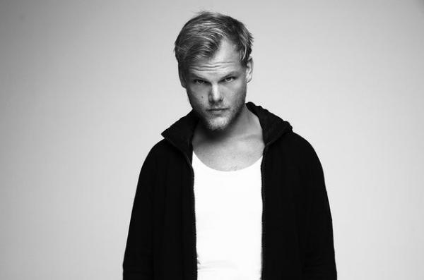 Năm ngoái, DJ, nhà sản xuất âm nhạc Avicii.