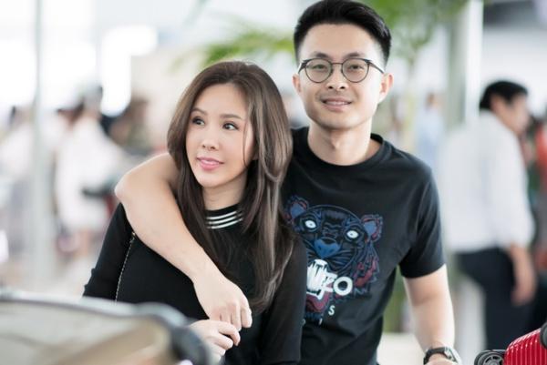 Bạn trai của Hoa hậu Phu nhân 2012 là một Việt Kiều, làm công việc kinh doanh, sinh năm 1986, kém Thu Hoài khá nhiều tuổi.