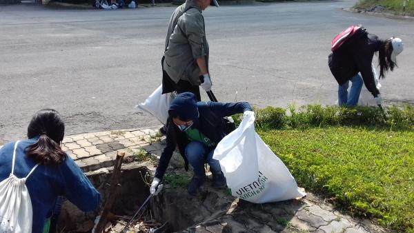 4.000 bạn trẻ thu gom 15 tấn rác trong Ngày trái đất 2018 - 3