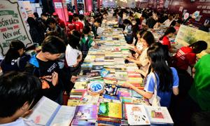 Giới trẻ Đà Nẵng 'ngụp lặn' giữa hội sách khổng lồ