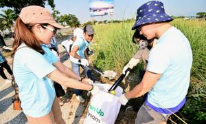 4.000 bạn trẻ thu gom 15 tấn rác trong 'Ngày Trái Đất 2018'