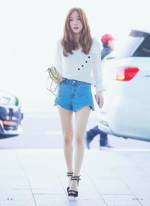 Tae Yeon lên đường sang Đài Loan biểu diễn. Nữ ca sĩ mặc short, để lộ đôi chân gầy khiến người hâm mộ lo lắng.