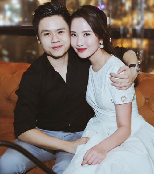 Primmy Trương và bạn trai cũ của Midu công khai tình cảm từ tháng 11/2017 sau nhiều lần úp mở. Cặp đôi được đánh giá là trai tài gái sắc vì đều có xuất thân danh giá.