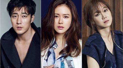 So Ji Sub là bạn diễn cực ăn ý với cả Son Ye Jin và Gong Hyo Jin, có mối quan hệ tốt với cả 2 nữ diễn viên. Người dân Hàn đặc biệt yêu quý ba diễn viên vừa có nhan sắc, vừa có khả năng diễn xuất thượng thừa này.