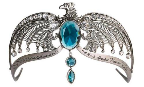 Đây chính là món trang sức được phân làm nhiều mảnh có chứa linh hồn của Lord Voldemort, nó có giá là 200.000 USD.