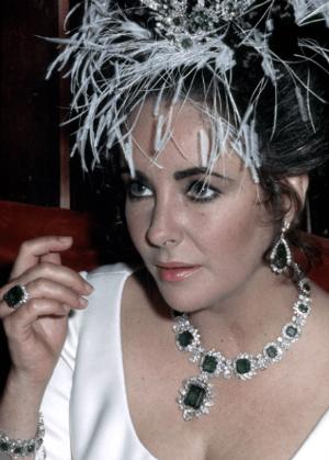 Đây là món trang sức nổi tiếng của Elizabeth Taylor, nó có giá 6,1 triệu USD.