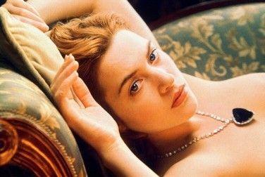 Chiếc vòng kim cương nổi tiếng trong phim Titanic có giá 17 triệu USD.