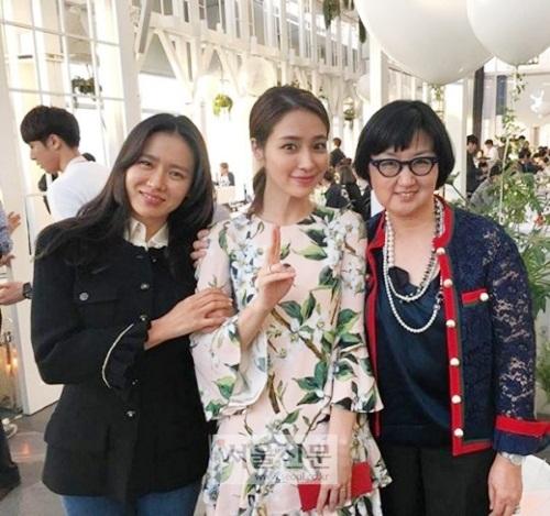 Son Ye Jin là một trong những khách mời hiếm hoi có mặt trong tiệc sinh nhật của con Lee Min Jung - Lee Byung Hun.