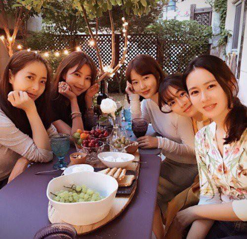 Son Ye Jin có một hội bạn thân nổi tiếng, gồm toàn những nữ diễn viên ngoài 30, có sự nghiệp đáng ngưỡng mộ.